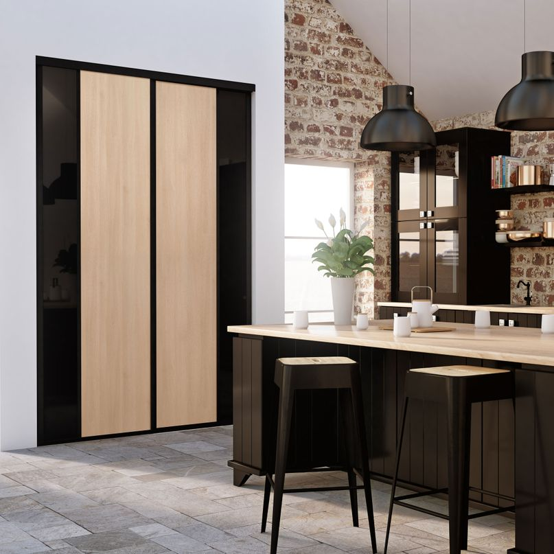 Façade de placard coulissante 2 portes décor acacia clair, verre laqué noir